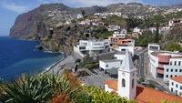 Camara de Lobos mit Blick zum Cabo Girao, Madeira