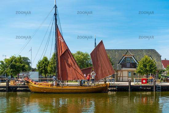 Der beschauliche Hafen von Ahrenshop, Fischland-Darss, Mecklenburg-Vorpommern, Sommer 2020