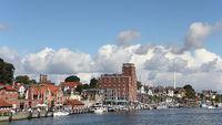 Uferpanorama von Kappeln mit Pierspeicher und Hafen