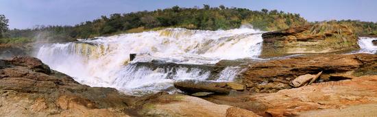 Der Nil tost vor den Murchison Falls im Murchison Falls Nationalpark Uganda | The Nile before going down Murchison Falls at Murchison Falls National Park Uganda