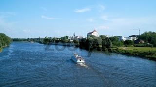 Ausflugsschiff auf der Elbe