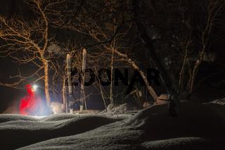 Mann am Lagerfeuer, Muddus Nationalpark, Welterbe Laponia, Lappland