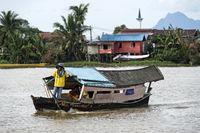 Traditionelles tambang Fährboot auf dem Sarawak Fluss, Kuching, Sarawak, Borneo, Malaysia