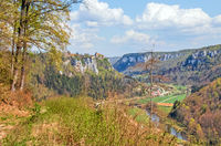 Donautal bei Beuron mit Schloss Werenwag