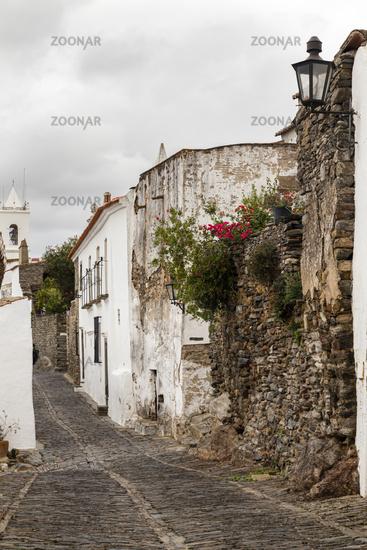Straße mit Kopfsteinpflaster, Monsaraz, Alentejo, Portugal, cobbled street in Monsaraz, Alentejo, Portuga