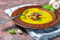 Cauliflower soup with mushrooms, garlic and turmeric.