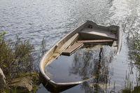 Gekentertes Fischerboot
