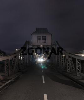 Gegenverkehr auf Brücke, Köln