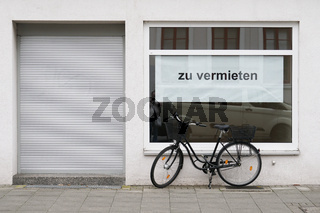 German vacancy sign in store window - zu vermieten translates as for rent or to let