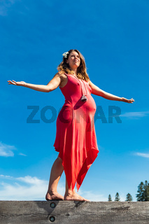 Pregnant woman posing in the woodlands