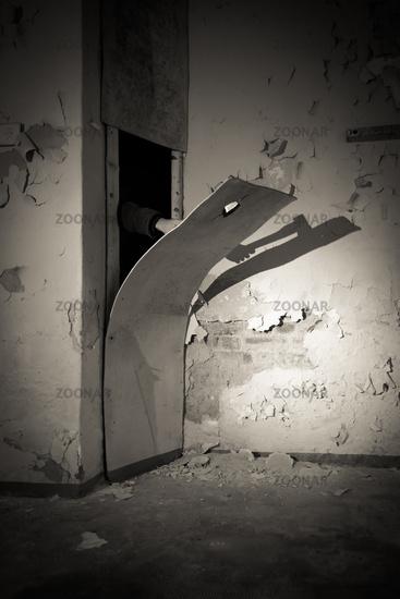 Mit der Axt durch die Wand