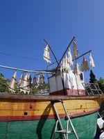Stockfisch trocknet auf einem Fischerboot. Madeira