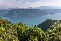 Blick über die Landschaft zum Toba See auf Sumatra