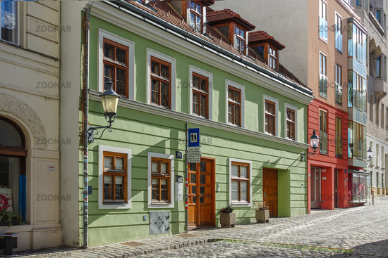 Kleine Gasse in der Wiener Altstadt mit historischem Haus, Oesterreich