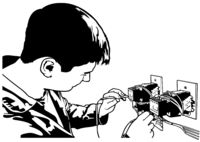 Elektriker testet elektrische Installationen und Drähte