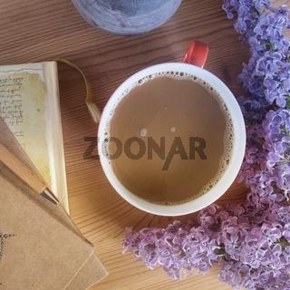 Kaffee und Flieder