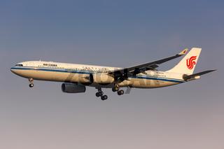 Air China Airbus A330-300 Flugzeug Flughafen Shanghai Hongqiao