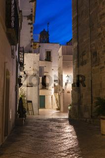 Blaue Stunde, Gassen Locorotondo, Apulien
