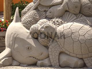 Sandkunst Thema Unterwasserwelt, Detailaufnahme, Schildkröte und Hai