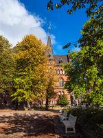 Blick auf das Ständehaus in der Hansestadt Rostock im Herbst