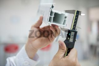 digital caliper measurement