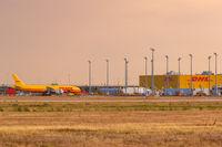 DHL Hub Flughafen Leipzig Halle LEJ Airport Flugzeug