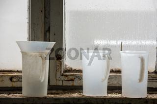 Chemikalienbehälter in einer Galvanisierungsanstalt
