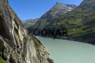 Mauvoisin Stausee in einem engen Bergtal, Val de Bagnes, Wallis, Schweiz