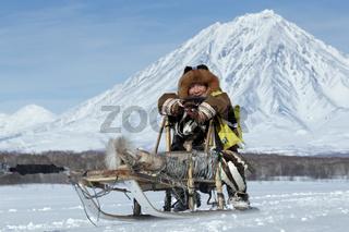 Kamchatka musher Mandyatov Roman. Kamchatka Sled Dog Racing Beringia, Russian Cup of Sled Dog Racing (snow disciplines)