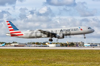 American Airlines Airbus A321 Flugzeug Flughafen Miami