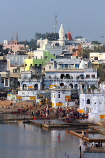 Ritual bathing in holy lake in Pushkar