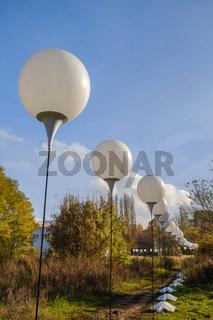 Lichtgrenze, Installation zum 25. Jahrestag des Mauerfalls, Berlin, Deutschland