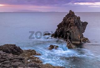 Tagesanbruch an der Ostkueste der Insel Madeira