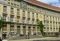 Eingangsportal zum Gründungsbau der Deutschen Bücherei von 1914
