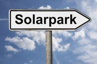 Wegweiser Solarpark | signpost Solarpark (Solar park)