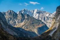 Blick auf die Ostwand des Watzmanns mit den Hachelköpfen im Vordergrund, Nationalpark Berchtesgarden
