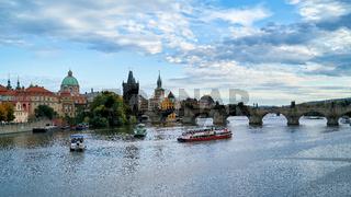 Stadtansicht von Prag mit der Karlsbrücke