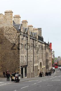 Die Canongate, ein Abschnitt der Royal Mile in Edinburgh