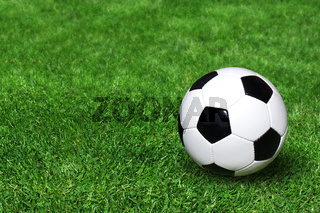 Klassischer Fußball auf Rasenplatz