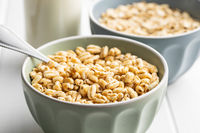 Puffed wheat covered with honey.