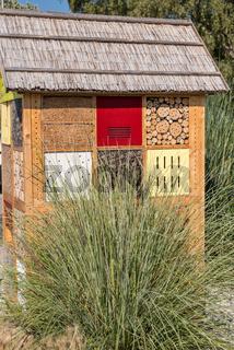 Insektenhotel für Nützlinge und Insekten