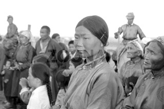 Junge Mongolin als Zuschauerin der Wettkämpfe beim Naadamfest im Gobi-Gebiet Olsiit, Foto von 1977