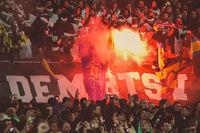 Hannover 96 Fans verbrennen Braunschweig Fahne