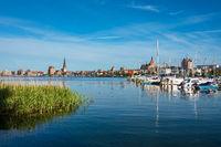 Blick von Gehlsdorf über die Warnow auf die Hansestadt Rostock