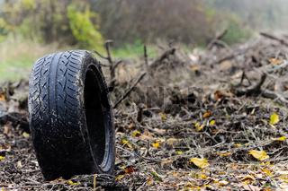 Reifen auf Deponie