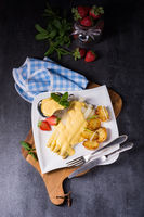 Asparagus with fried potatoes and hollandaise sauce