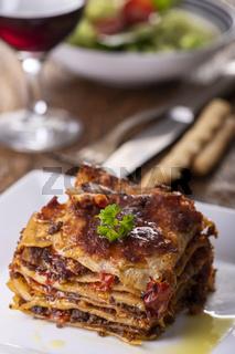 Lasagne auf einem Teller