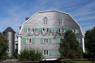 Schieferhaus in markanter Architektur, Deutschland