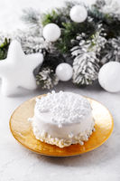 White chocolate Christmas cake