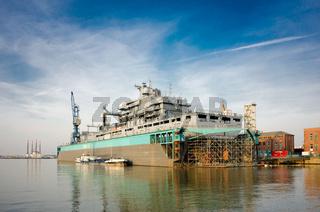 Die Bonn im Dock V in Bremerhaven